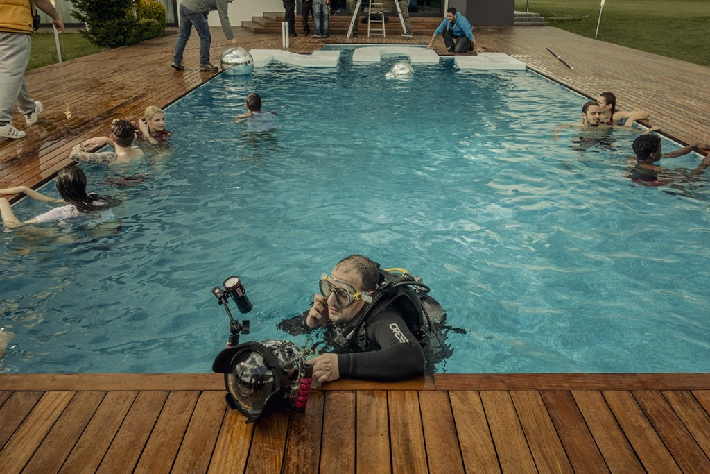 MAKING-OF-IVAILO-STANEV-UNDERWATER PHOTOGRAPHER-by-CREATIVE-HALL-Studio-VODKA_FLIRT-5-4