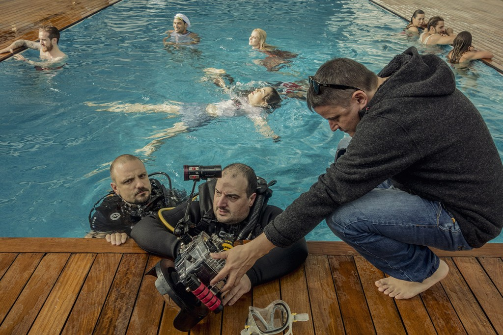 MAKING-OF-IVAILO-STANEV-UNDERWATER PHOTOGRAPHER-by-CREATIVE-HALL-Studio-VODKA_FLIRT-5-5