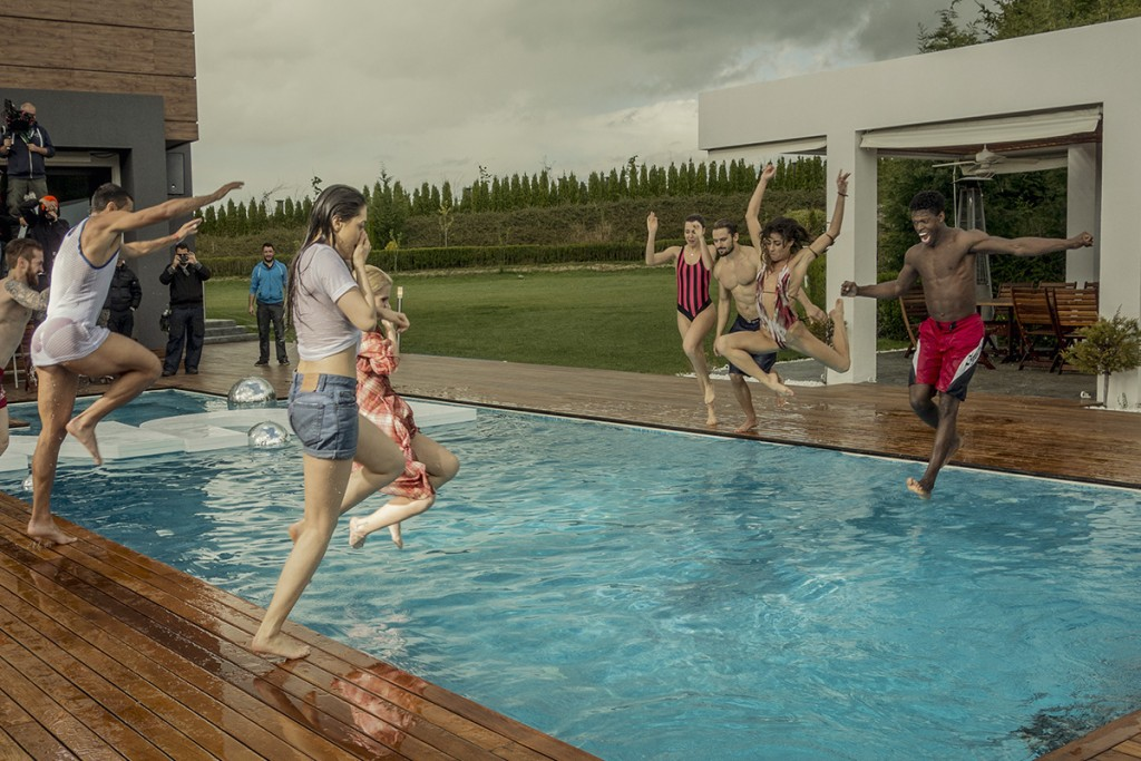 MAKING-OF-IVAILO-STANEV-UNDERWATER PHOTOGRAPHER-by-CREATIVE-HALL-Studio-VODKA_FLIRT-7-1